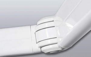Detalle del brazo de un toldo retráctil