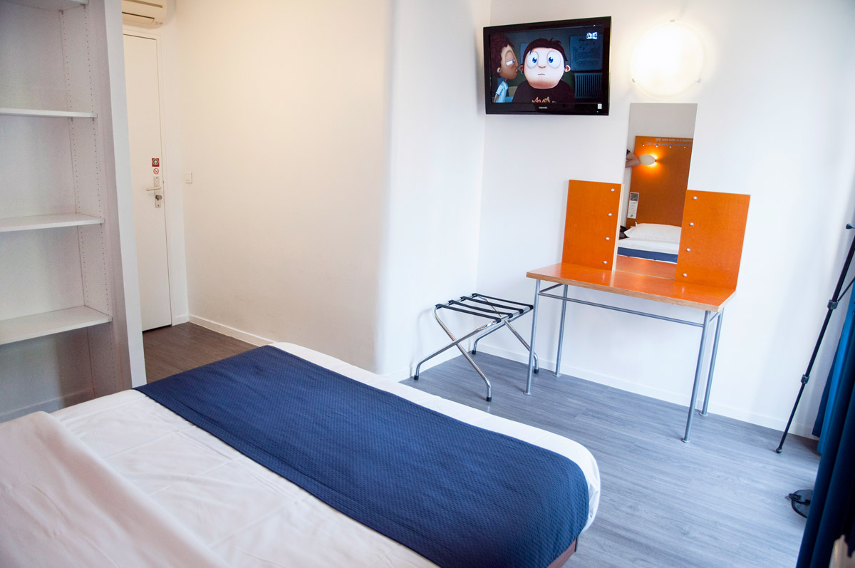 Standard rooms low cost and confortable in the center of Paris Solar htel Paris  Cheap and