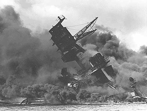 https://i0.wp.com/www.solarnavigator.net/history/explorers_history/Pearl_Harbor_USS_Arizona_ablaze.jpg