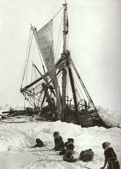 https://i0.wp.com/www.solarnavigator.net/history/explorers_history/hms_endurance_sinking_in_antarctic_ice_1915.jpg