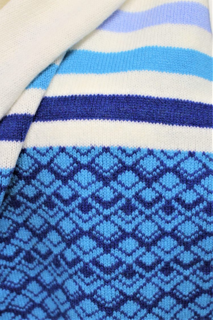Solasonach Marrakech lambswool wrap in white and blue