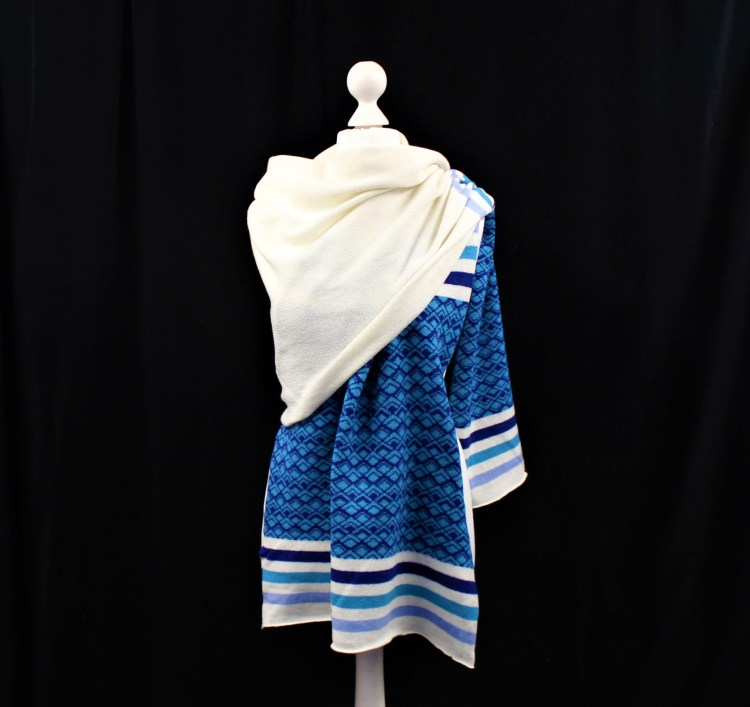 Solasonach Marrakech wrap in white and blue lambswool