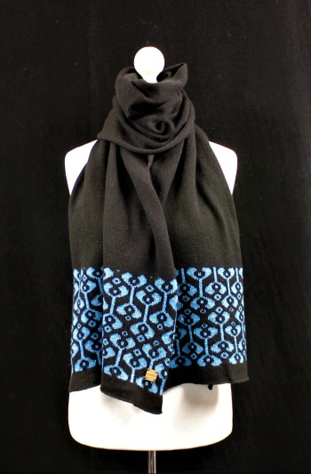 Solasonach Little Bud Scarf in Black and turquoise lambswool
