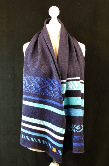 Solasonach Lunan Lambswool scarf in Navy and Blue