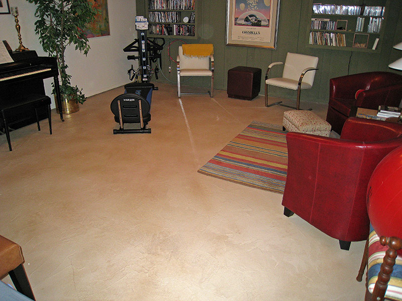 rug and chair on a tan colored trowel down overlay