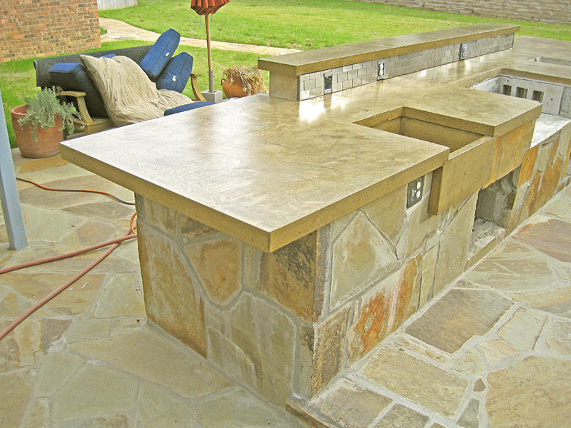 edge of concrete countertops