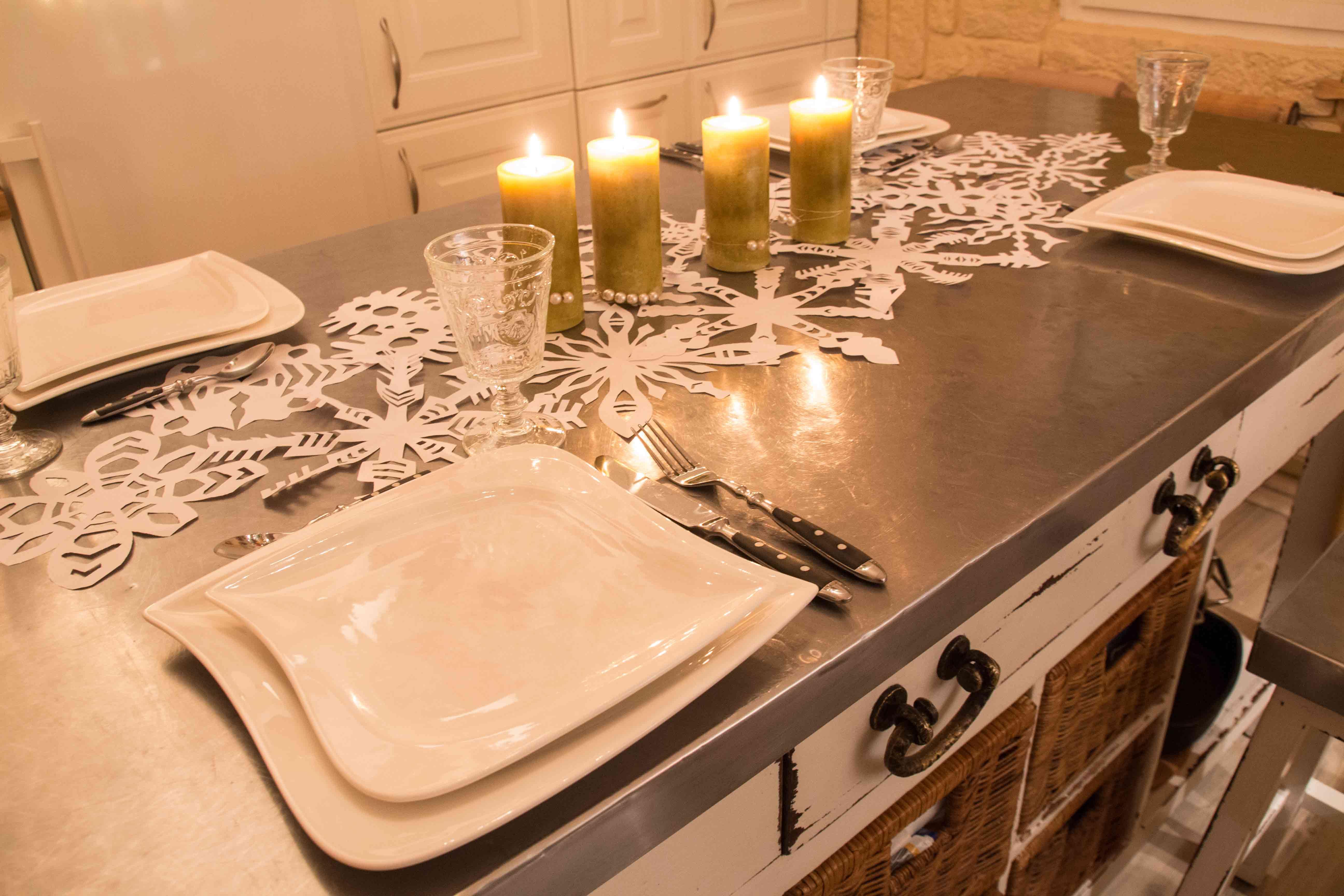 Der SoLebIchAdventskalender Weihnachtliche Tischdeko mit Papier Schneeflocken von wunderklee