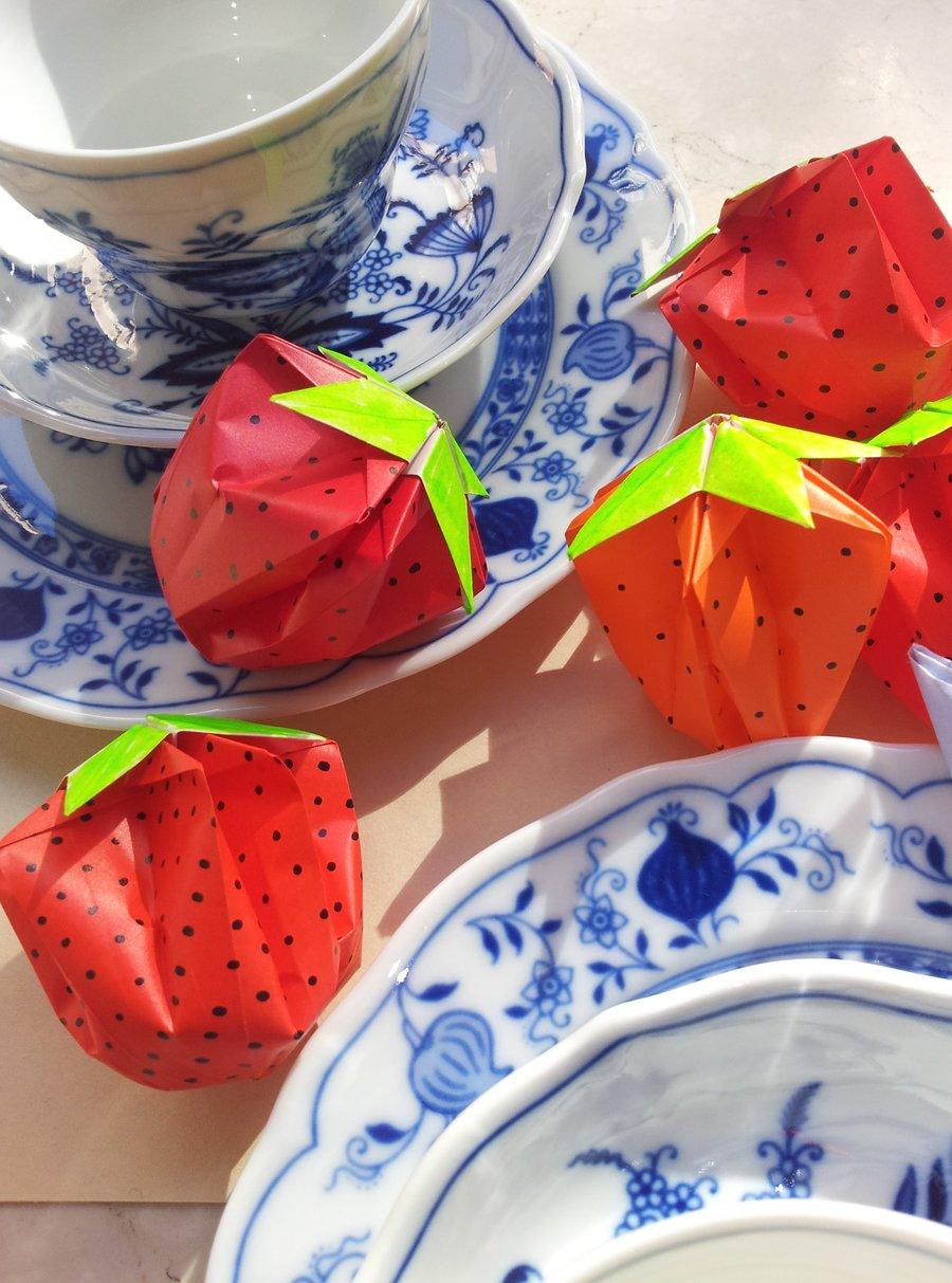 Gefaltet  Erleuchtet Tischdeko und Lichterkette mit OrigamiErdbeeren  SoLebIchde