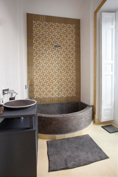 Calle Mayor King Bathroom