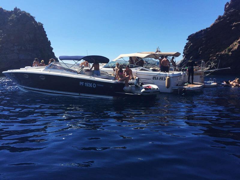 Vivere l'isola di Ponza in barca
