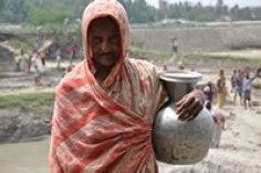 bangladesh-femme-jarre-052012