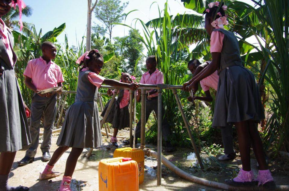ecoliere haiti eau