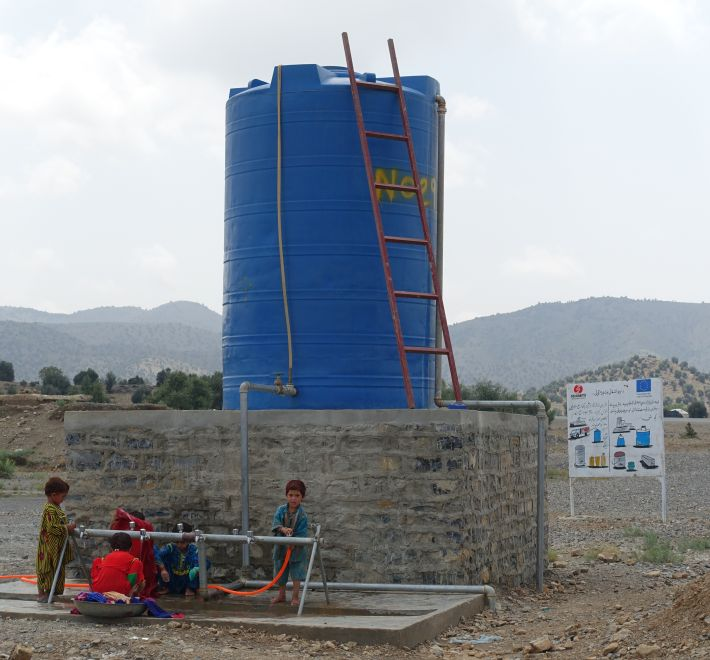 reservoir eau khost afghanistan enfants