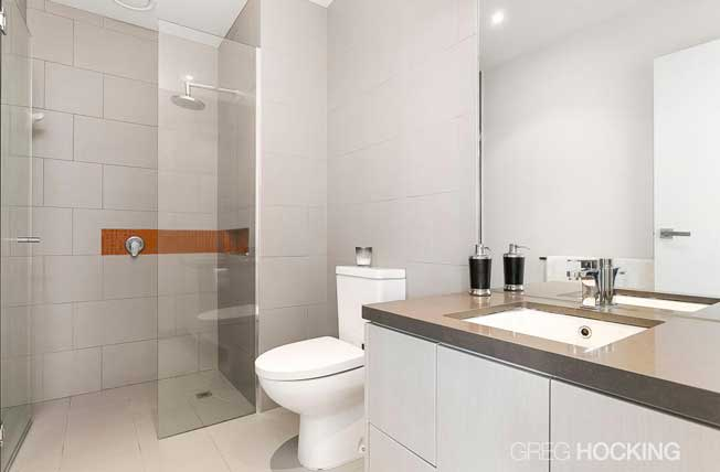 511/1101 Toorak Road Camberwell bathroom