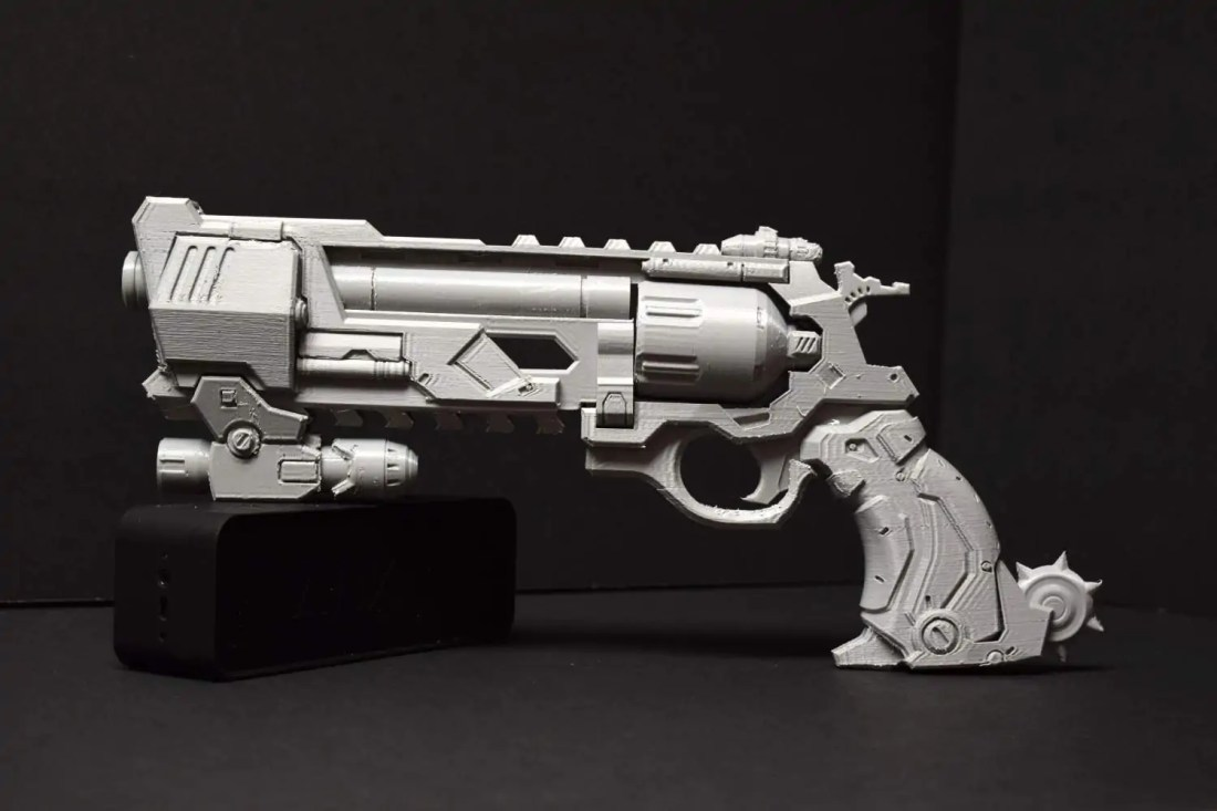 overwatch-mccree-blackwatch-peacekeeper-pistol-3d-print-01