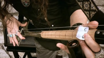 Yes, You'll Want to Make This 3-String Electric Shovel Guitar