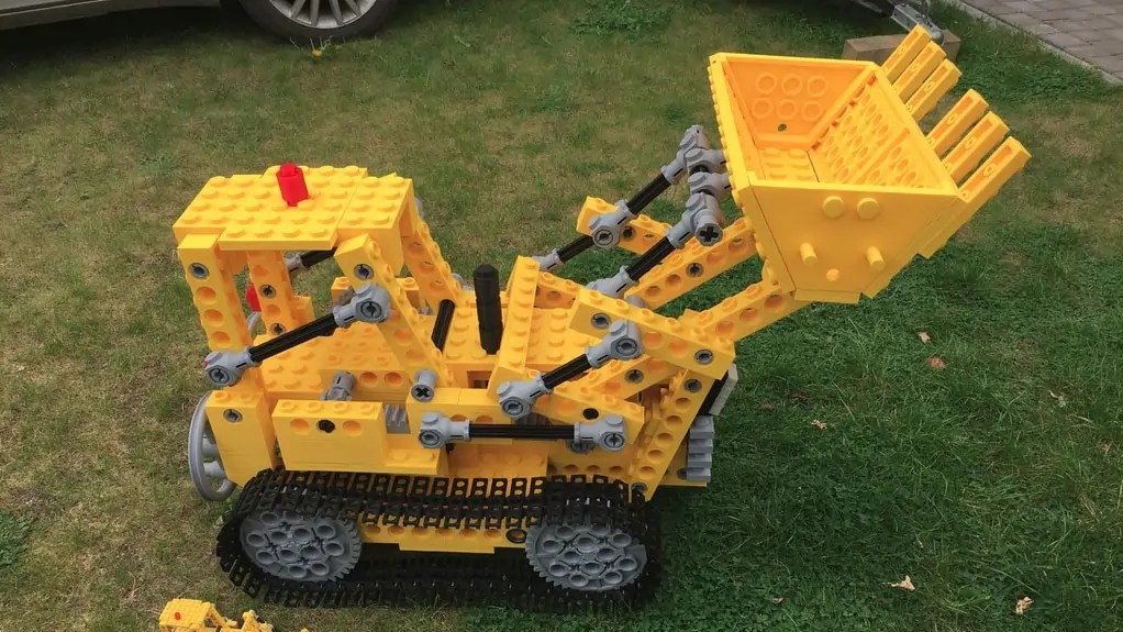 Mantis Hacks giant 3D printed LEGO Bulldozer Kit 856-1