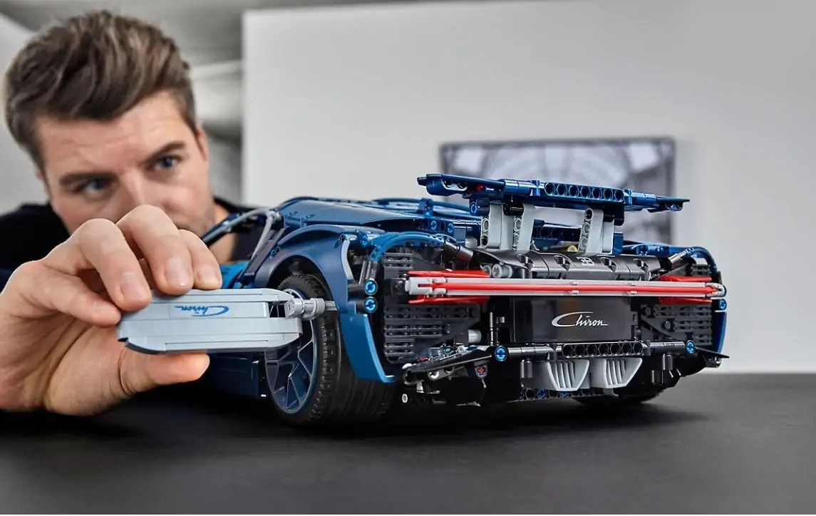 the lego bugatti chiron is the perfect lego model for car nuts. Black Bedroom Furniture Sets. Home Design Ideas