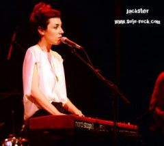 Julia-Holter-4