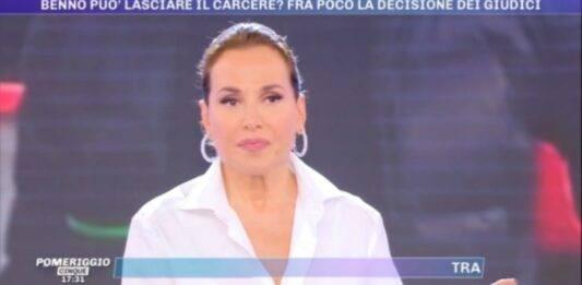 Barbara D'Urso, panico a pomeriggio 5: un brutto episodio per la troupe, aggredita in diretta