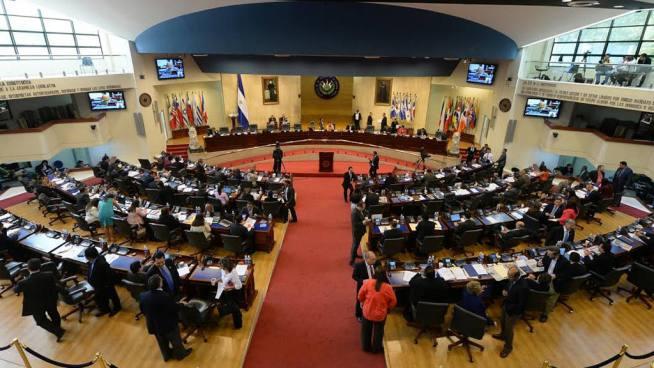 Diputados dicen estar en contra del nuevo horario de entrada para empleados públicos