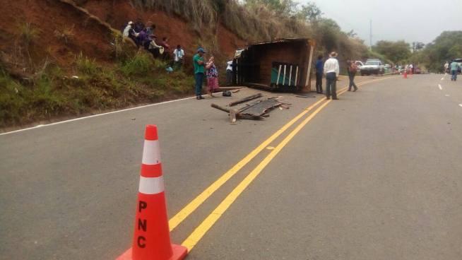 Dos estudiantes fallecidos  y 40 lesionados en accidente de tránsito en Morazán