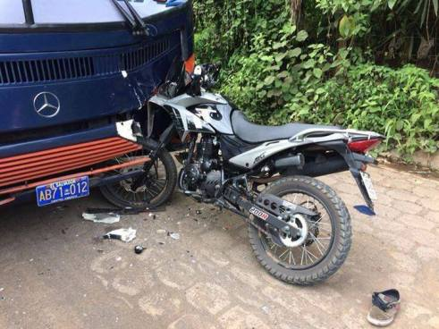 Accidente entre moto y autobús deja una persona fallecida en Morazán