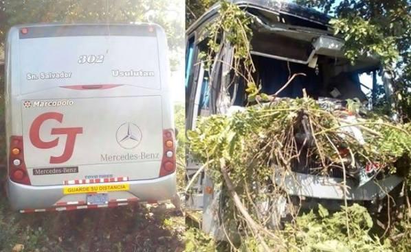 Dos lesionados deja accidente de un bus de la Ruta 302 sobre la Carretera El Litoral