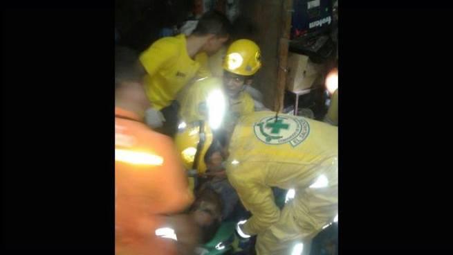 Camión se estrella contra una casa y deja dos personas lesionadas en San Salvador