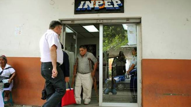Sánchez Cerén garantiza el pago de pensiones a jubilado para septiembre y agosto