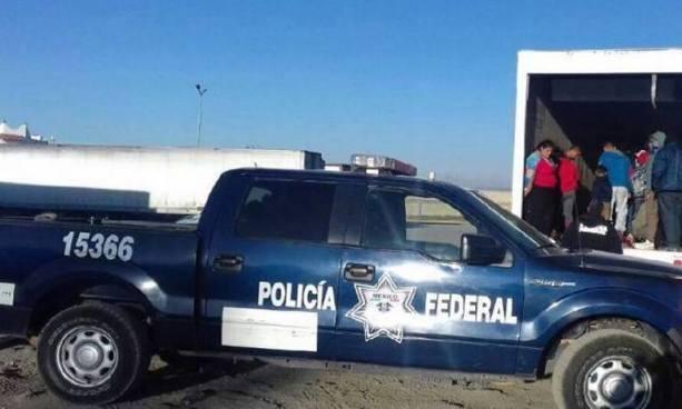 Rescatan en México a inmigrantes salvadoreños que estaban a punto de morir asfixiados en un camión
