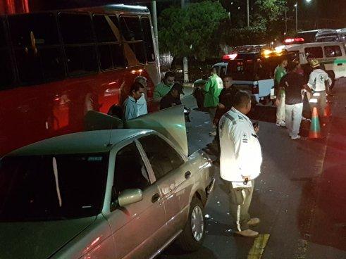 Cuatro lesionados tras múltiple accidente de transito en la Avenida Bernal