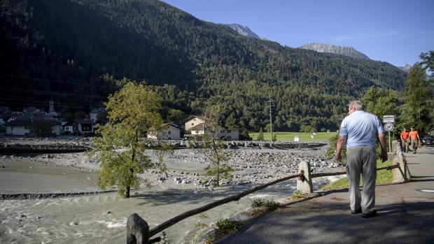 Al menos 8 personas han desaparecido tras la avalancha de rocas en Suiza