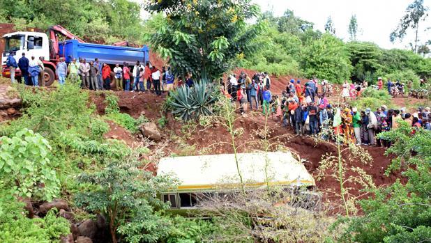 Trágico accidente de autobús escolar en Tanzania deja 33 menores fallecidos