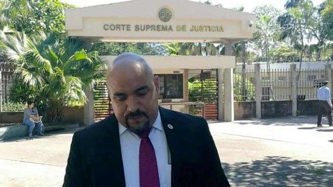 Abogado busca anular elección del fiscal general Douglas Meléndez