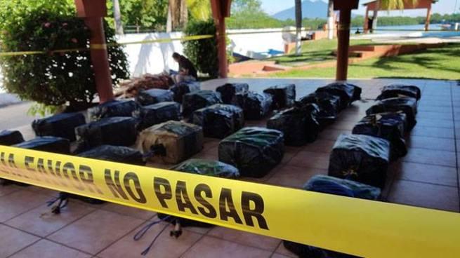 Presentan 25 paquetes sospechosos de contener droga incautados en alta mar
