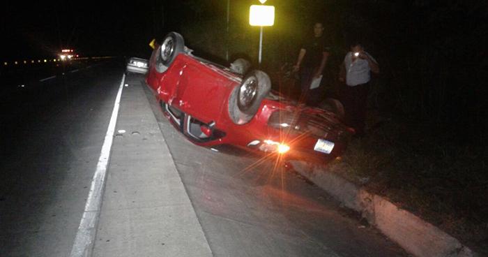 Conductores ebrios se accidentan cuando realizaban una carrera en la carretera Panamericana
