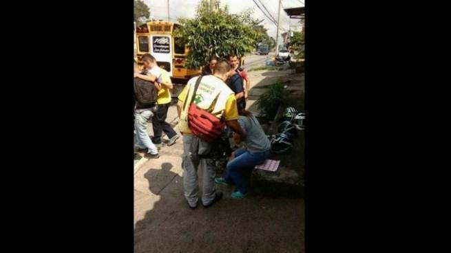 Autobús embiste motocicleta y deja dos personas lesionadas en Ciudad Delgado