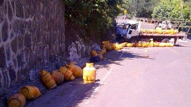 Camión repartidor de gas se accidenta y deja tres víctimas mortales en San Miguel