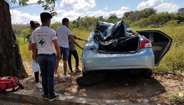 Cargamento de leña provoca quíntuple accidente de tránsito en carretera a Santa Ana