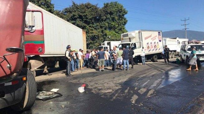 Aparatoso choque deja varios lesionados en Colón, La Libertad