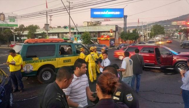 Fuerte accidente de tránsito deja dos personas lesionadas en San Salvador