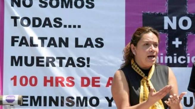 Mujer policía viola a activista de los derechos humanos en México