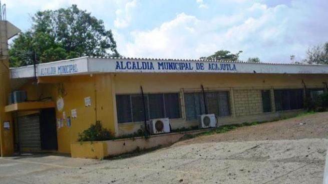 Decretan detención contra empleados de la alcaldía de Acajutla acusados de peculado