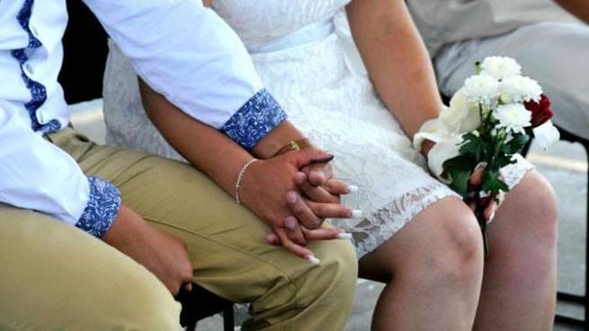 Alcaldía de San Salvador prohíbe matrimonios entre adultos y menores de edad