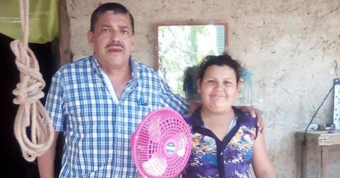 Alcalde de Tonacatepeque es duramente criticado por regalar un ventilador a una persona enferma