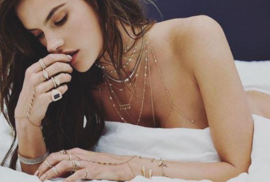 Alessandra Ambrosio celebra con poca ropa la independencia de Norte América