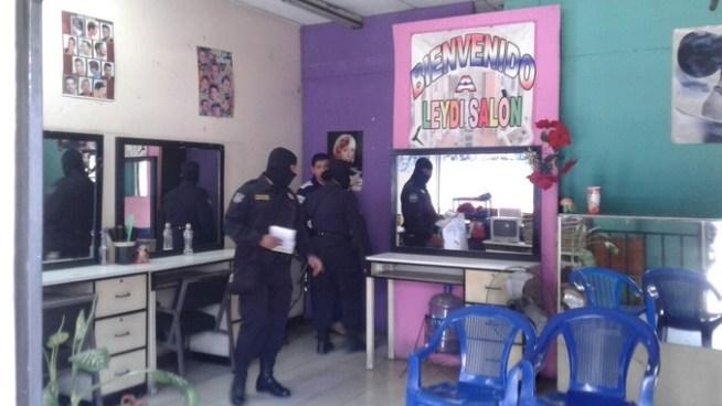 Allanan salas de belleza en el centro de San Salvador en busca de victimas por trata de personas
