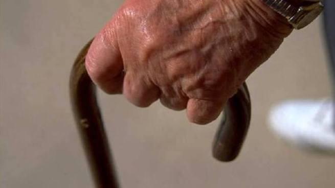 Condenan a anciano que violaba a su nieto en Apopa