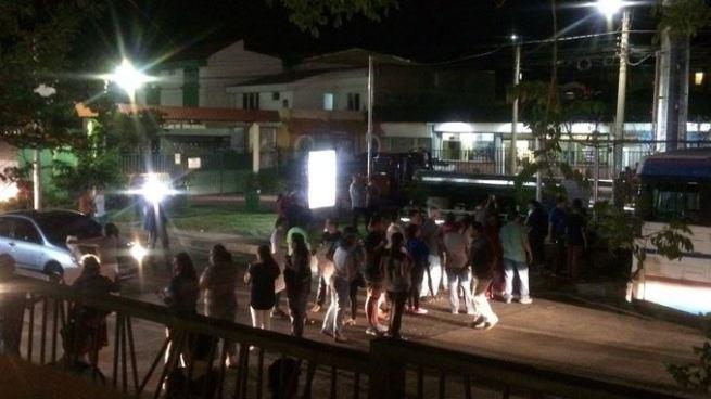 Habitantes protestan para que retiren antena de WiFi en la comunidad San Rafael, Santa Tecla